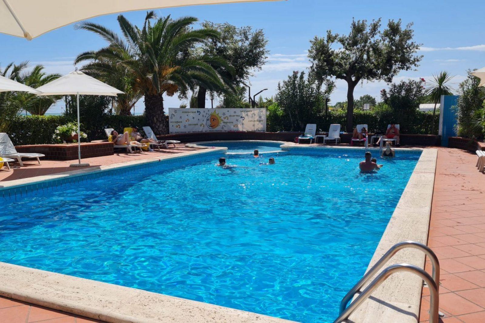 piscina hotel haway